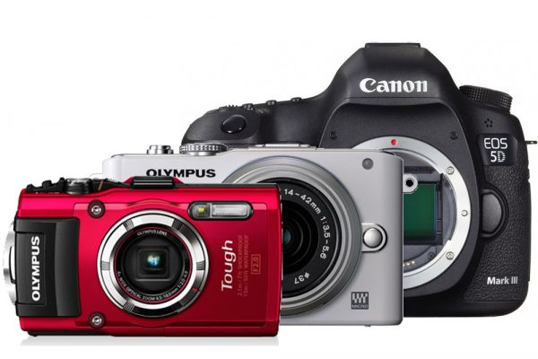 OLYMPUS STYLUS TG-3 Tough(左手前) OLYMPUS PEN mini E-PM1(中央) Canon EOS 5D Mark III(右奥)